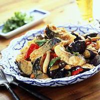 Makrell i wok med rød currypasta -