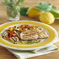 Grillet laksefilet med grønnsaker og urter -