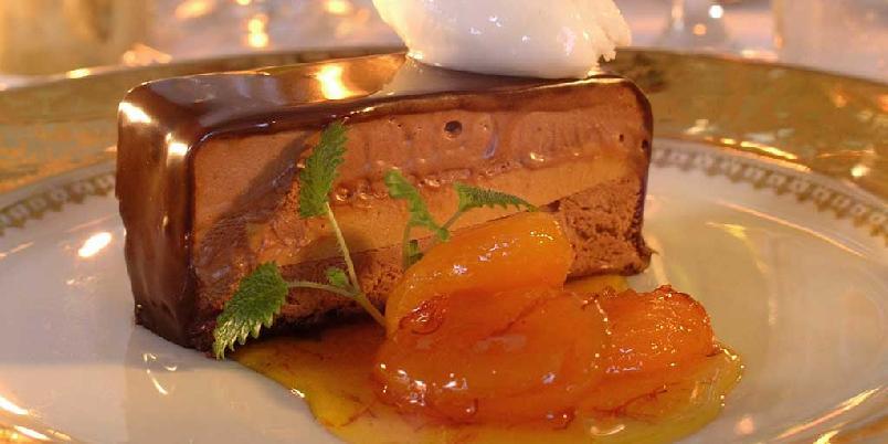 Sjokolademoussekake med aprikos -