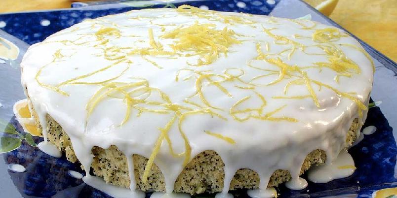 Sitron- og valmuekake - Her er oppskriften på den perfekte kaken til ettermiddagsteeen eller kaffen. Ekte vanilje, sitron og valmuefrø gjør denne kaken både spesiell og god.