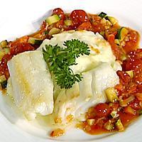 Pannestekt røkt kolje med chili- og tomatsaus, grønnsaker og potetmos -