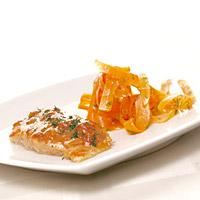 Søt sennepsfisk - Ovnsstekt fisk med spennende smak av sennep, honning og tomat.