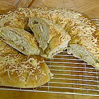 Brødkringle med skinke, ost og paprikafyll -