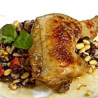 Kyllinglår med ingefær og pekmez servert med soyabønnesalat -