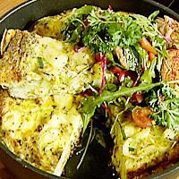 Omelett med salat og peppermakrell -