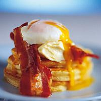 Blini med egg og bacon -
