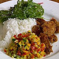 Sprøstekte kyllingvinger med ost og mangosalsa -