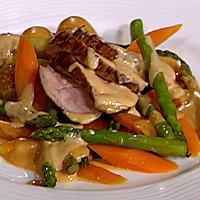 Kalvefilet med glaserte grønnsaker og poteter, portvinsaus -