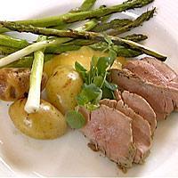 Helgrillet filet, vårgrønnsaker, poteter og aïoli -