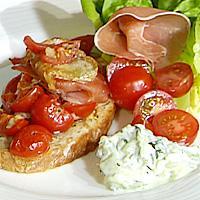Maismørbrød med tomat, spekeskinke og ost -