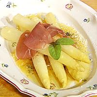 Hvit asparges på italiensk vis -