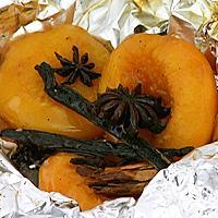 Hermetisk frukt på grillen -