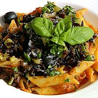 Tomatisert pasta med sopp og grønnsaker -