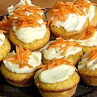 Gulrotmuffins med kokos og ostekrem -