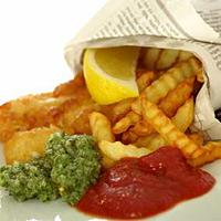 Fish and chips med to sauser -