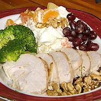 Langtidsstekt kalkun servert med marshmellowsalat og portvinsaus -