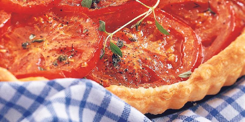 Tomatpai - Tomatpai er en super ting å servere som tilbehør. En pai med tomat er lett å lage - og du! ALLE liker tomatpai.