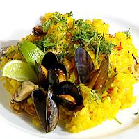 Blåskjell servert med risotto -