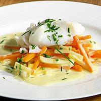 Dampet torsk med glaserte rotgrønnsaker og lys saus - Glasere rotgrønnsaker er godt og enkelt.