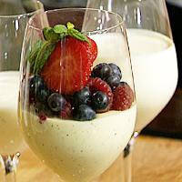 Pannacotta med frisk frukt og bær -