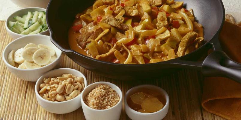 Chow-chow - Veldig populær mat på 70-tallet. Gryterett med svinekjøtt, sopp, ananas og mye mer. Tilbehør som nøtter, banan, agurk m.m. ble servert i skåler ved siden av.