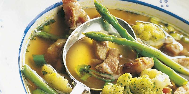 Fersk suppe med svinekjøtt -
