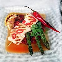 Grillet chilimarinert steinbit med tomat-rosinkompott -