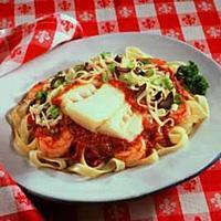 Pasta med kokt torsk, reker og tomatsaus -