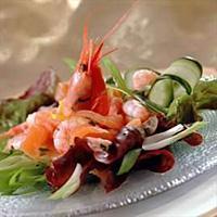 Salat med røykalaks og reker -