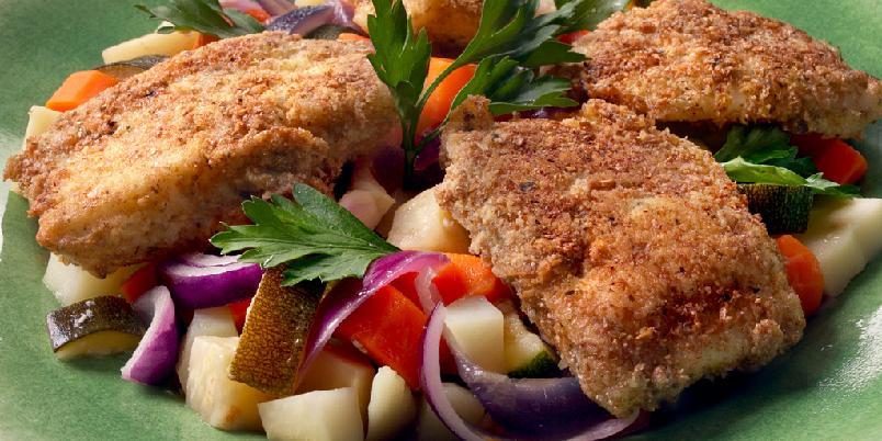 Sei på grønnsakseng - Fisk rullet i urtemel og masse grønt gjør dette til et måltid struttende av smak og sunnhet.