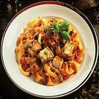 Pasta med sei, tomat og basilikum -