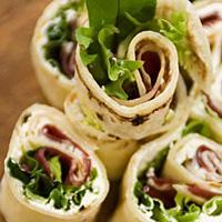 """Lefserull med fenalår - Lefserull er veldig enkelt å tilberede og et godt valg når du skal servere norske """"tapas"""" til mange."""
