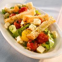 Ovnsbakt tomatsalat - Med fetaost, ruccola og brødkrutonger.