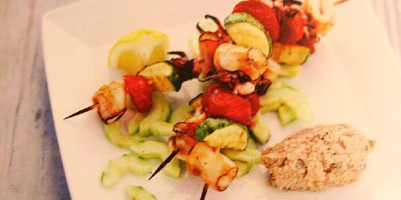 Marinert blekksprut med valnøtt- og hvitløksaus -