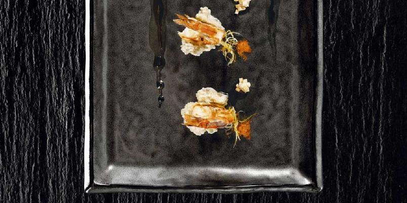 Avokado- og tofukompott med stekte reker -
