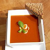 Tomatsuppe med vaktelegg -