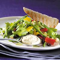 Bønnesalat med rucola - En mettende salat som gjerne kan serveres som middag.