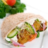 Falafel - Her får du en tradisjonell oppskrift på falafel med kikerter.