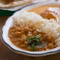 Chana masala - En mettende klassisk vegetarrettf fra India med kikerter og masse kryddder.