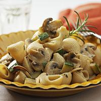 Pastaskruer med sjampinjonger - Rikelig med frisk rosmarin gjør denne pastaretten ekstra smakfull.