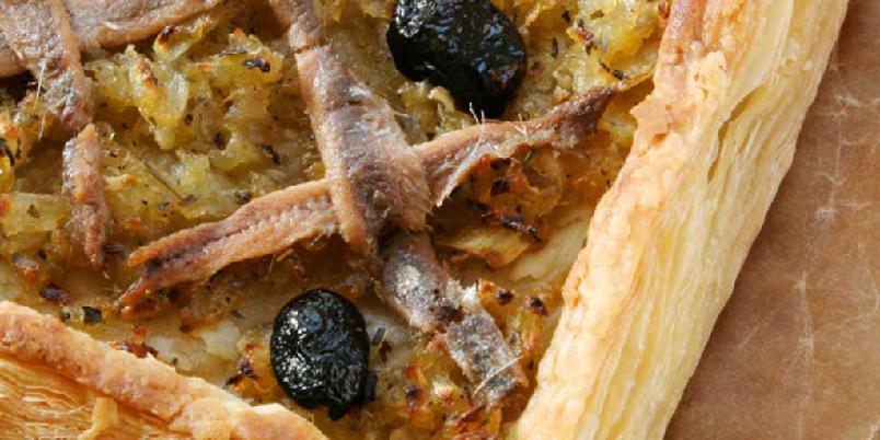 Pissaladiere - fransk pizza med løk og ansjos -