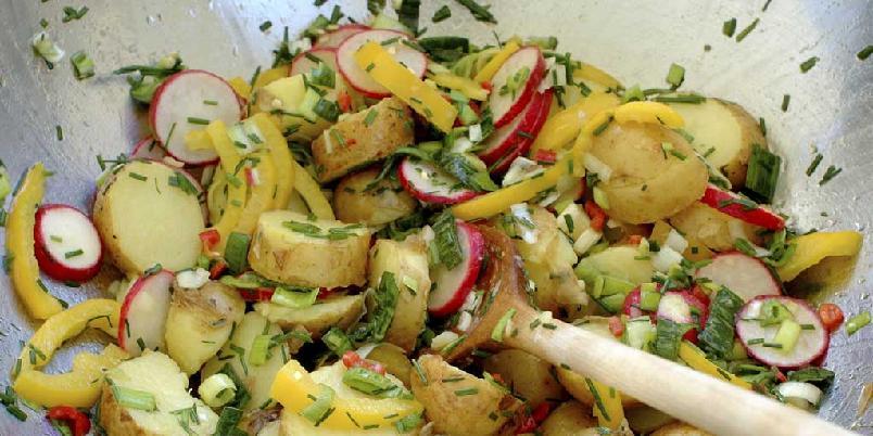 Asiatisk potetsalat - Potetsalat er alltid populært. Det har etterhvert kommet mange varianter og denne er smakssatt med blant annet chili, limesaft og kajennepepper. Passer til det meste av stekt og grillet kjøtt.