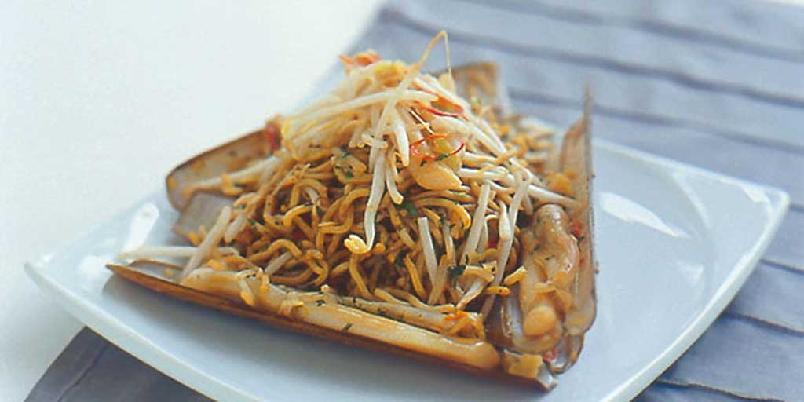 Knivskjell med orientalske urter og nudler -
