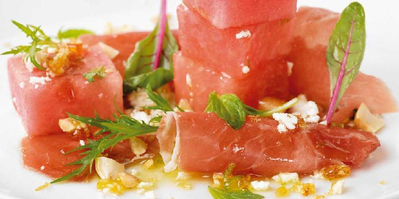 Vannmelon med spekeskinke og salt krokan -