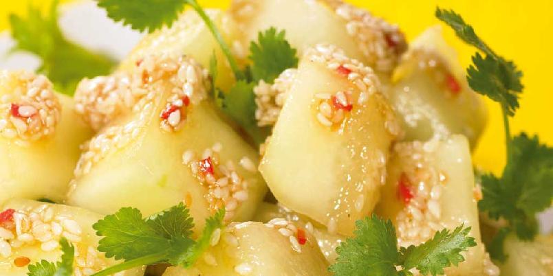 Marinert honningmelon i salat - Server denne salaten som tilbehør til spekemat eller grillretter.