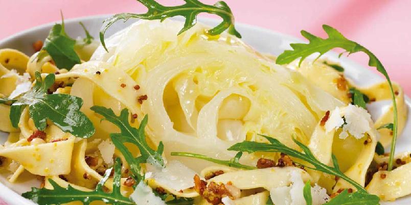 Pastasalat med nykål og stekt bacon - Spis salaten som den er, eller som tilbehør til alle slags fiske- eller lyse kjøttretter!