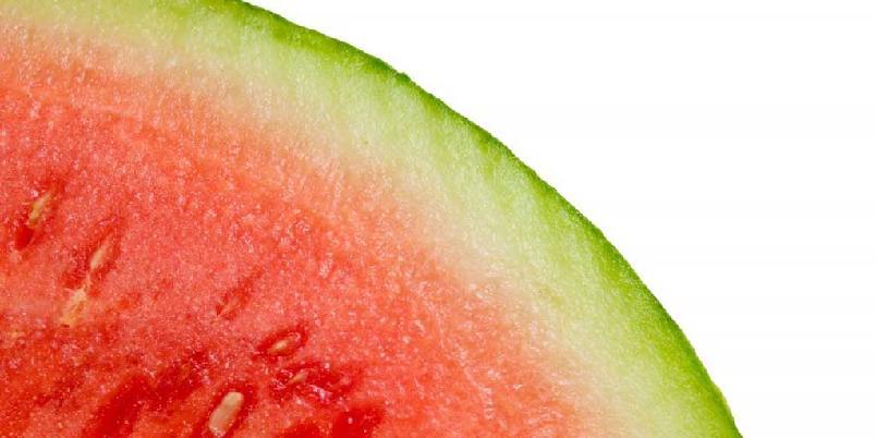 Melon og rom - Det er ikke alltid nødvendig med et glass for å drikke. Dette passer ypperlig til en voksen strandfest, eller kanskje på utendørs konsert? (Det er ikke alltid vaktene vil at du skal ha med flasker.)