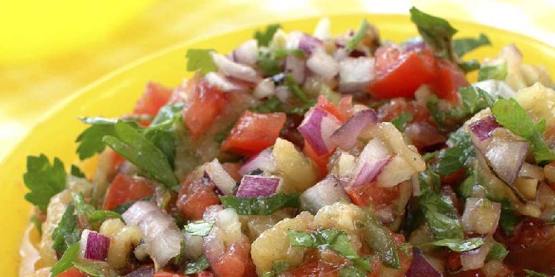 Auberginesalat - Denne salaten er både annerledes og spennende. Den er et godt tilbehør til all grillet og stekt mat.