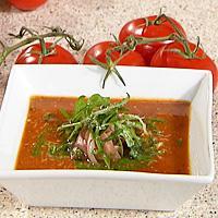 Tomatsuppe med basilikumolje og parmesan -