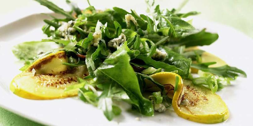 Stekt squash med spinat og blåmuggost -